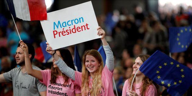 Des militants d'En Marche, le 1er mai à
