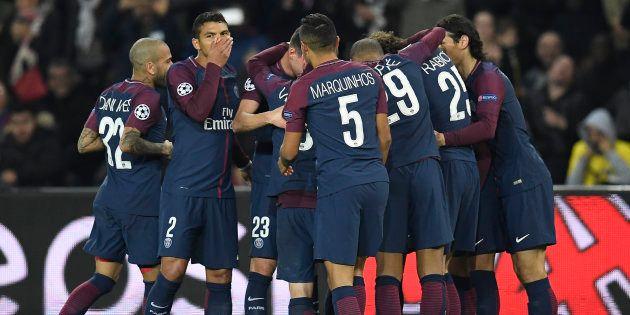 Les joueurs du Paris Saint-Germain célèbrent un but inscrit par Layvin Kurzawa, le 31 octobre dernier,...