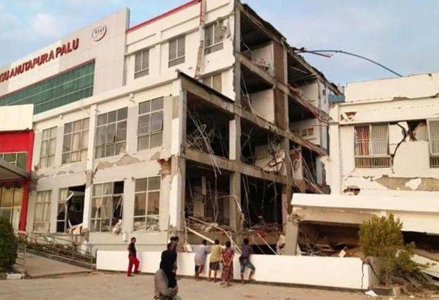 Un hôpital endommagé par le séisme à Palu, le 29