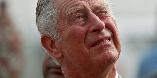 """Futur roi d'Angleterre, Charles fait face à des défis """"sans précédent"""" dans le royaume et à"""