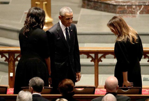 Barack et Michelle Obama s'assoient à côté de Melania Trump dans l'église épiscopale Saint-Martin de...
