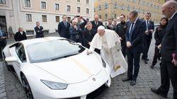 Le pape François reçoit une Lamborghini blanche en cadeau, il se contente de la