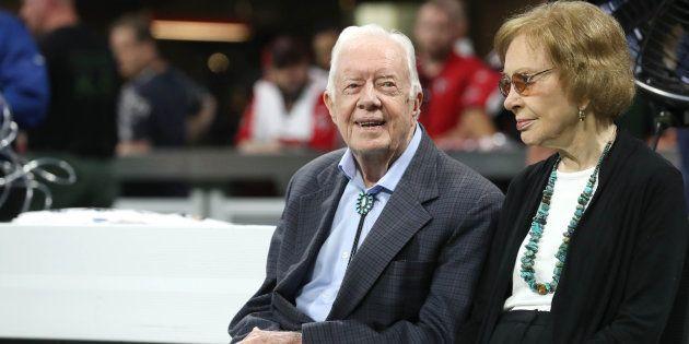 Jimmy Carter et sa femme Rosalyn assistant à un match de football américain à Atlanta ce dimanche 30