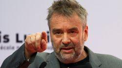 Luc Besson prépare un pilote de série avec Jean Dujardin pour la chaîne