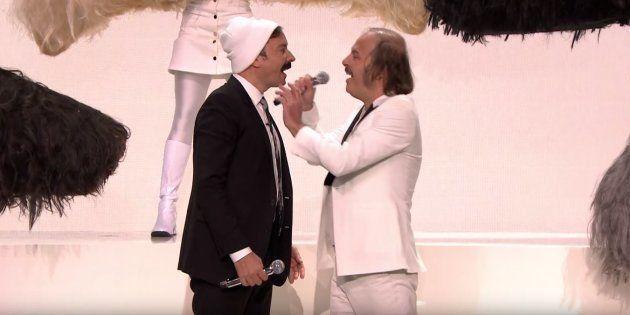 Jimmy Fallon n'a pas hésité à porter la moustache pour danser aux côtés de Philippe