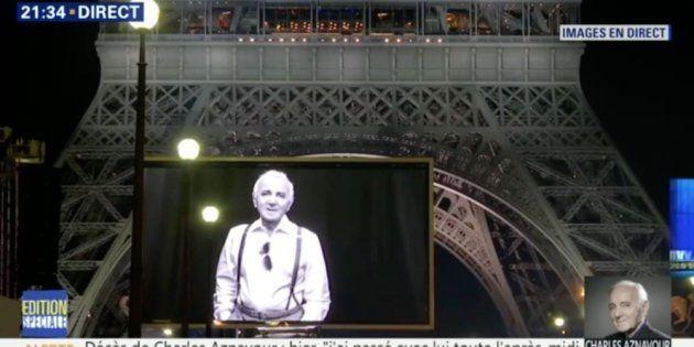 Les images de l'hommage à Charles Aznavour au pied de la Tour