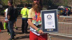 Cet homme déguisé en Forrest Gump a battu un record du monde au marathon de