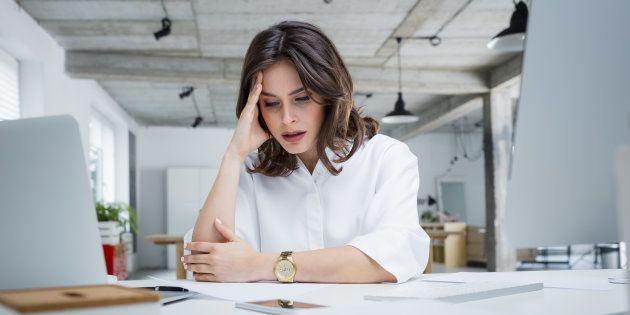 Cette ex-collaboratrice d'Hillary Clinton appelle les femmes à pleurer plus souvent au travail