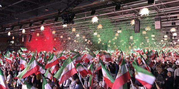 Des milliers d'Iraniens rassemblés lors de l'événement organisé par le Conseil national de la Résistance...