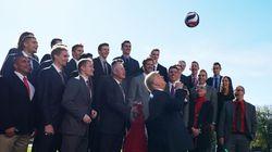 Trump s'essaye au volleyball à la Maison Blanche (et ce n'est pas