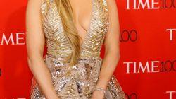Jennifer Lopez a donné le vertige sur le tapis rouge du Gala du