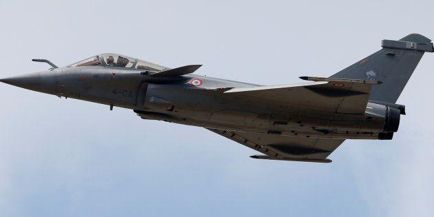 Un avion Rafale de Dassault, deux jours avant l'ouverture du Salon du Bourget, près de Paris, en juin