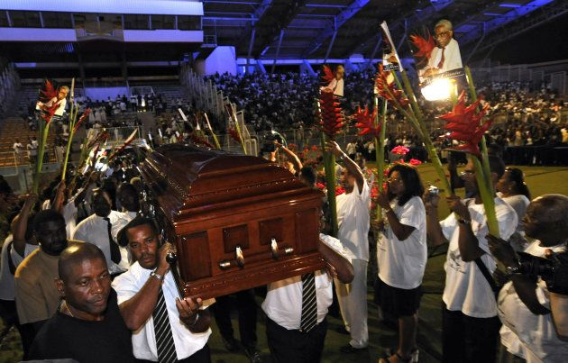 Charles Aznavour: hommage national ou obsèques nationales? Ce qui les différencie, qui y a eu