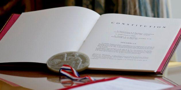 Un exemplaire de la Constitution exposé le 12 octobre 2015 à