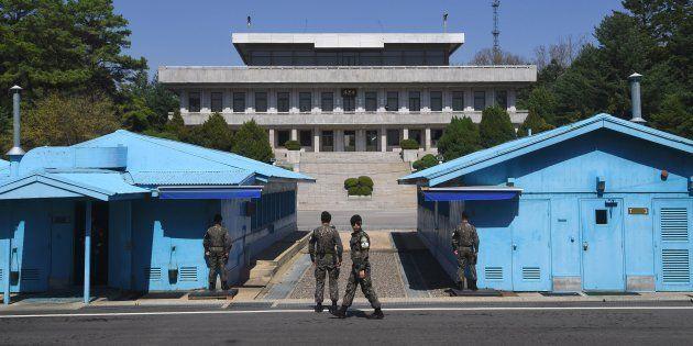 Des soldats sud-coréens dans la Zone démilitarisée près du village de Panmunjom le 11 avril