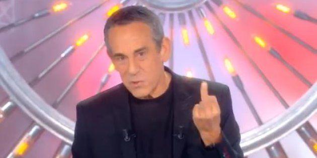 Thierry Ardisson répond à la polémique Squeezie avec un doigt d'honneur dans