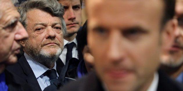 Banlieues: Jean-Louis Borloo remet un rapport très attendu mais il faudra attendre pour pouvoir le