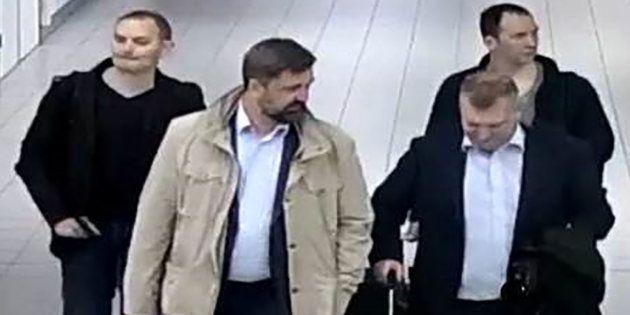 Les agents russes à leur arrivée aux