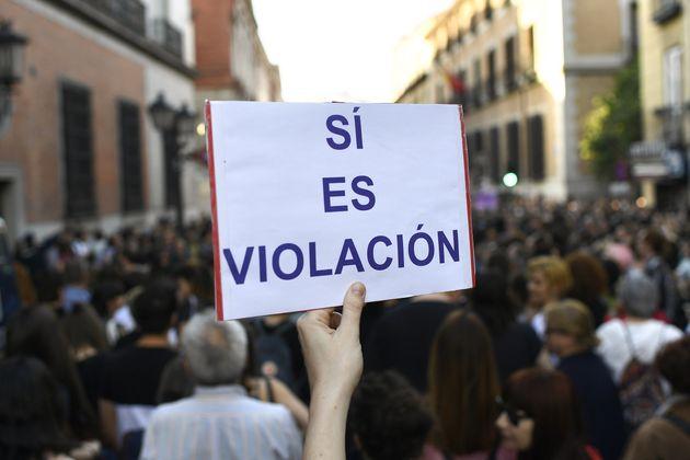 Des milliers d'Espagnols crient leur colère après un jugement disculpant