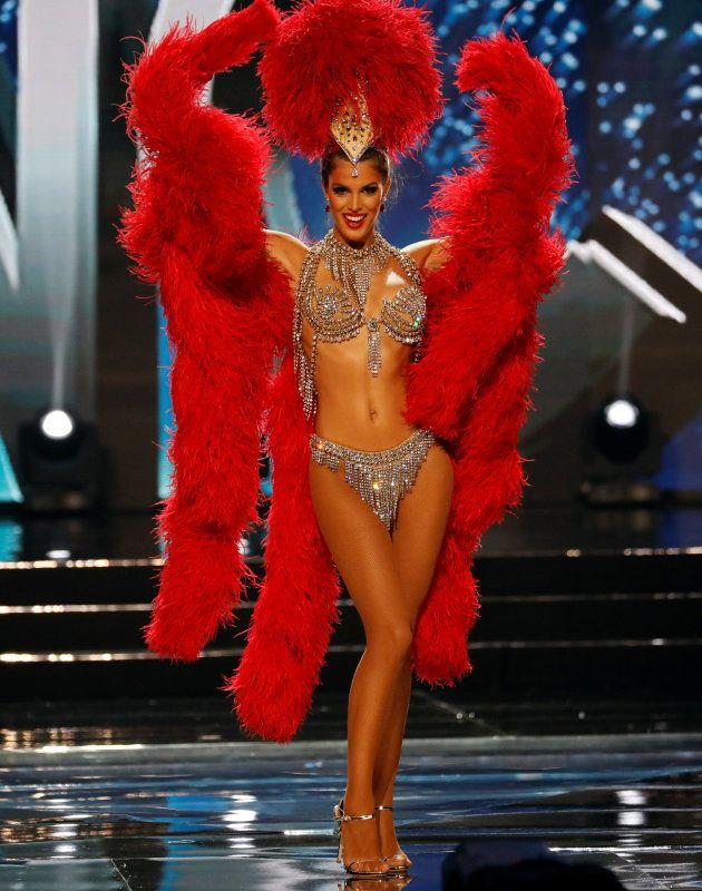 Iris Mittenaere dans son costume national pendant les phases éliminatoires de Miss Univers, le 26 janvier