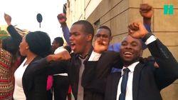 Du Parlement à la rue, la démission de Mugabe provoque des explosions de