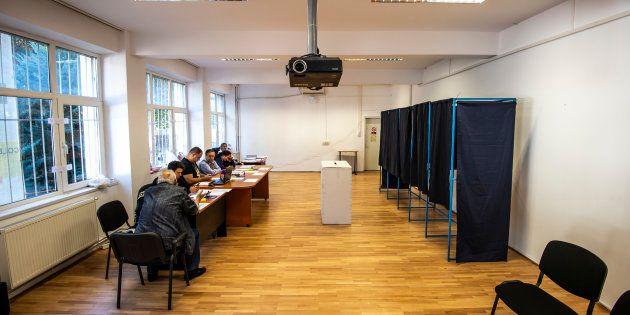 Un bureau de vote vide en Roumanie, samedi 6