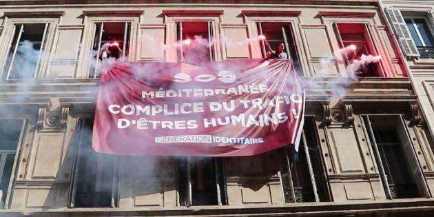 Des identitaires envahissant le siège de SOS Méditerranée à Marseille le 5 octobre
