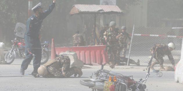 Double attentat de l'EI à Kaboul : au moins 25 morts dont un photographe de