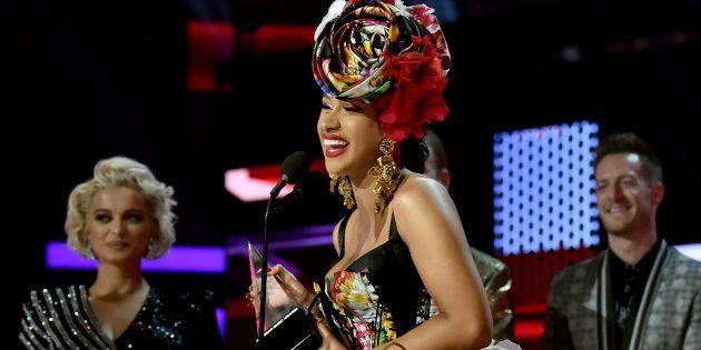 Aux American Music Awards, Cardi B avait une bonne raison de remercier sa fille pour son