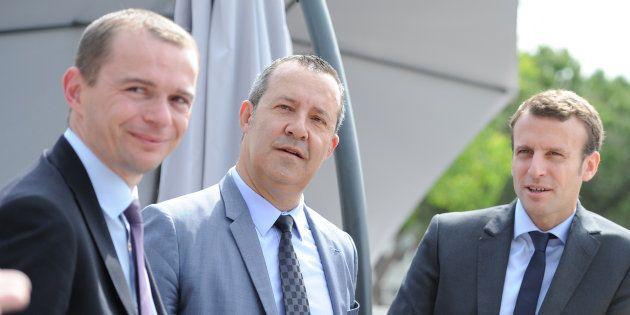 Emmanuel Macron, alors ministre de l'Economie, et le député de l'Ardèche Olivier Dussopt (à gauche) en...