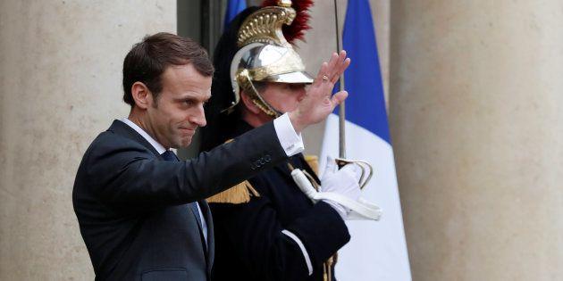 Emmanuel Macron sur le perron de