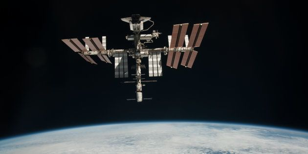 Si le programme Soyouz est gelé, il est possible que la Station spatiale internationale soit abandonnée,...