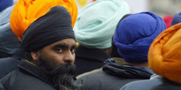 Cette exemption pour les Sikhs, qui portent un turban, entrera en vigueur ce 18 octobre (photo
