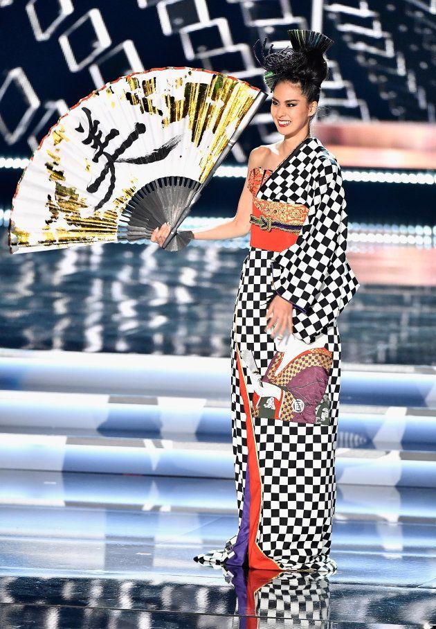 Miss Univers: Le costume 2 en 1 de la Miss Japon Momoko Abe a