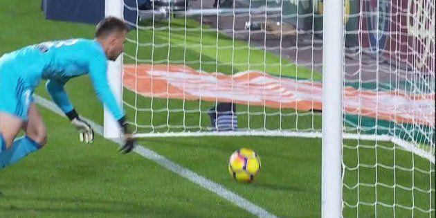 Lionel Messi marque mais son but n'est pas validé par