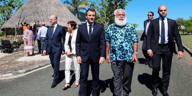Emmanuel Macron et Paul Neaoutyine à Koné en Nouvelle-Calédonie le 4 mai