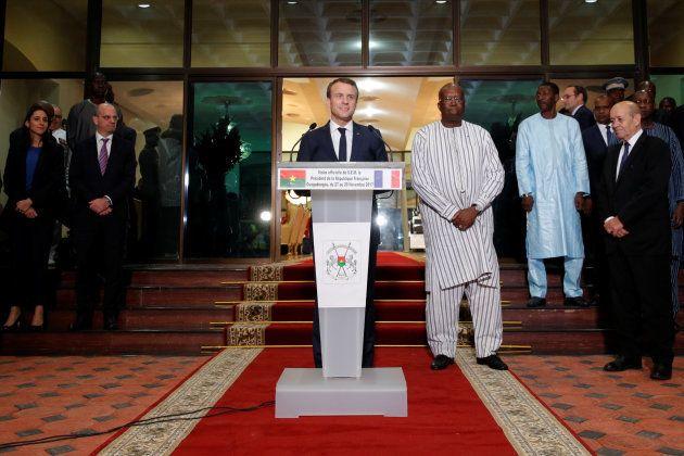Macron arrive à Ouagadougou au Burkina Faso et promet