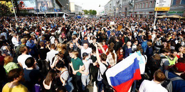 Les manifestants contre le gouvernement à Moscou le 5 mai