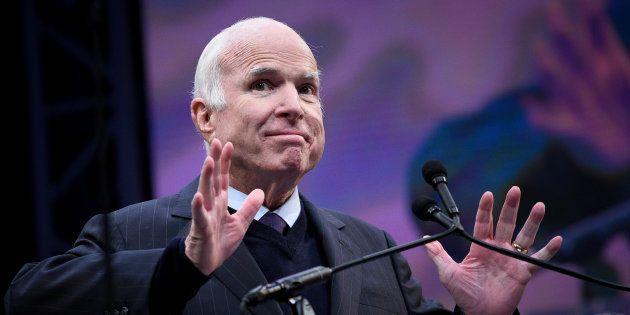 John McCain, atteint d'un cancer du cerveau, refuse que Trump assiste à son