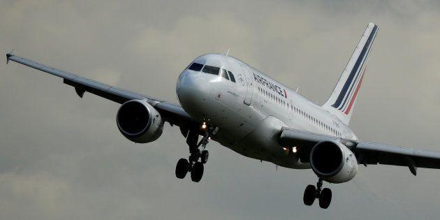 L'action Air France plonge après la démission de son