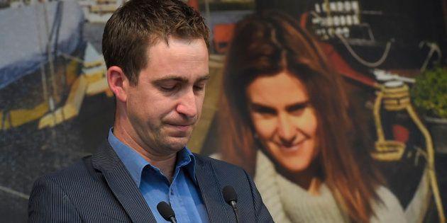 Le mari de Jo Cox, députée britannique tuée par un militant Britain First, accuse Trump