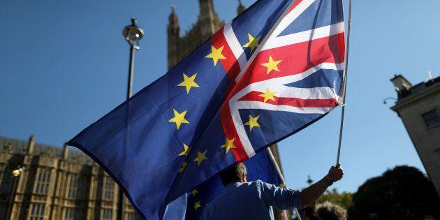 Les manifestations contre le Brexit se poursuivent à Londres, comme ici devant le Parlement en octobre...