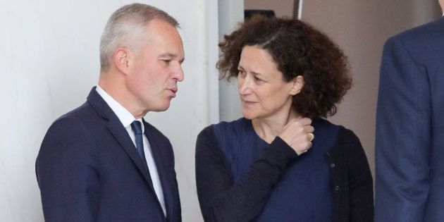 Emmanuelle Wargon (ici à la sortie de son premier conseil des ministres mercredi 17) pointée du doigt...