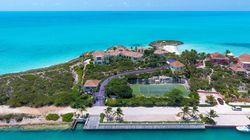 La résidence de Prince dans les Caraïbes et sa longue allée violette sont à