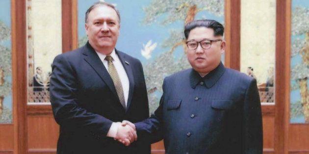 Mike Pompeo et Kim Jong Un photographié à Pyongyang fin mars - début avril