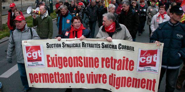 Les retraités manifestent une nouvelle fois contre la politique du gouvernement, accusé de faire baisser...