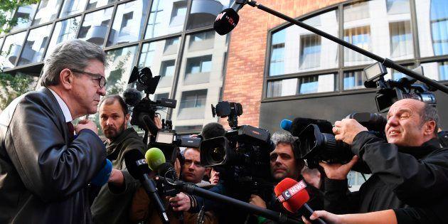 Jean-Luc Mélenchon, leader de la France Insoumise, s'adresse aux médias à son arrivée devant les locaux...
