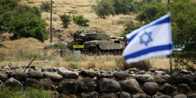 Les forces iraniennes tirent des roquettes sur Israël, qui réplique en visant la