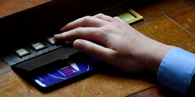 Le boîtier électronique de vote à l'Assemblée
