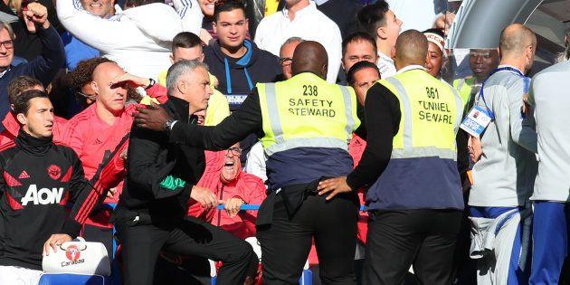 José Mourinho excédé après une provocation à la fin de Chelsea-Manchester United le 20 octobre